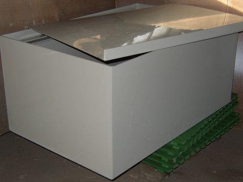Nádrž 95 x 65 x 65 cm plastová bílá s vloženým víkem - k přepravě živých ryb